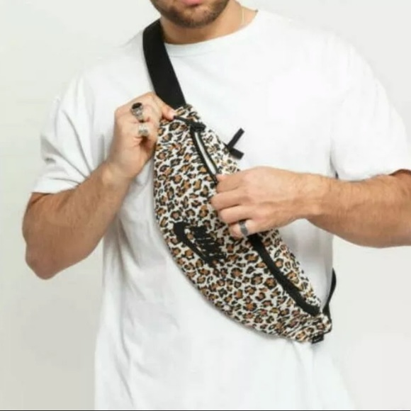NWT Nike Heritage Waist Hip Bag Fanny Pack